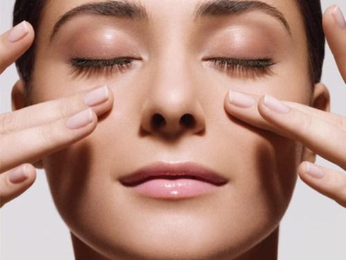 bấm mí Hàn Quốc duy trì bao lâu nếu massage mắt