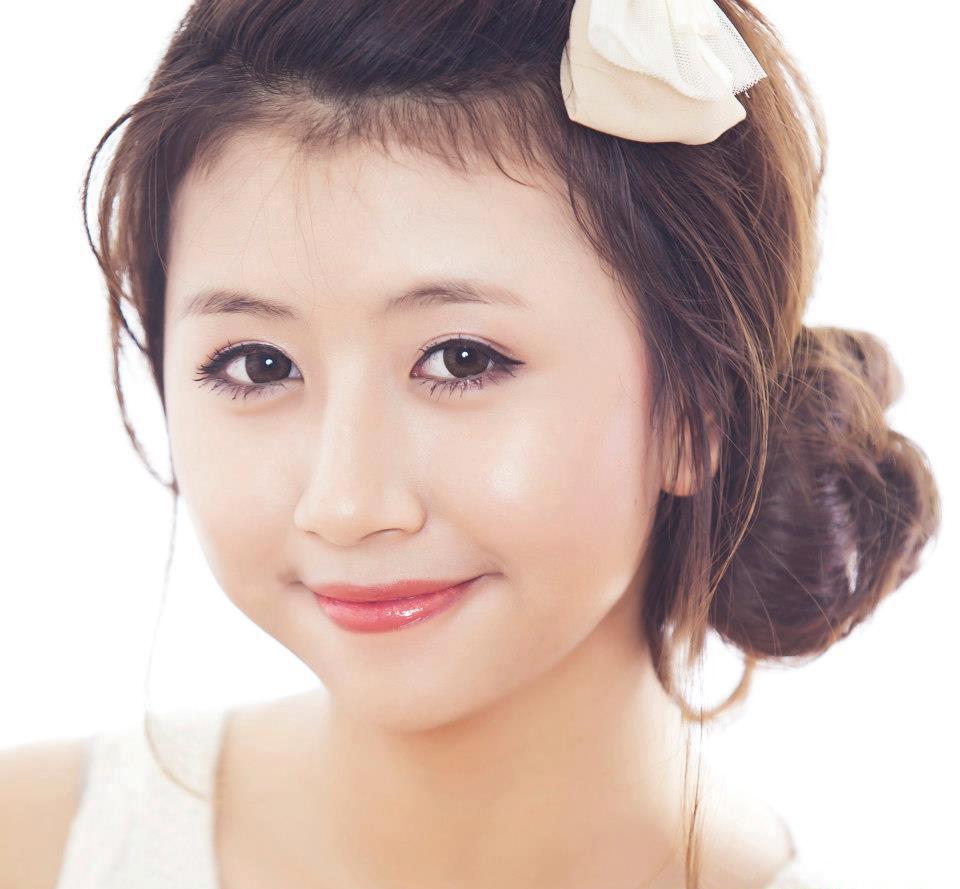 Eva chia sẻ về bấm mí Hàn Quốc 2