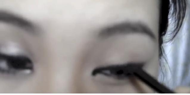 Biến mắt một mí thành mắt hai mí