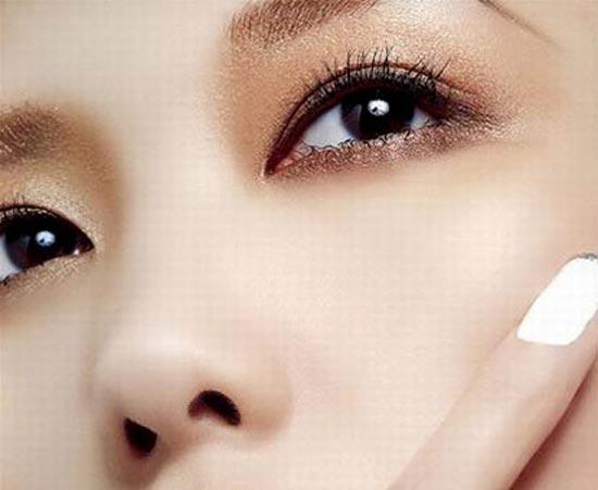 Phẫu thuật cắt mí mắt trên dưới góc nhìn chuyên gia