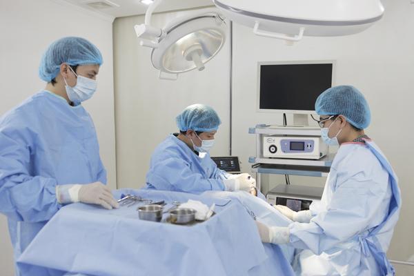 Có hay không phương pháp lấy mỡ mắt không phẫu thuật? 2