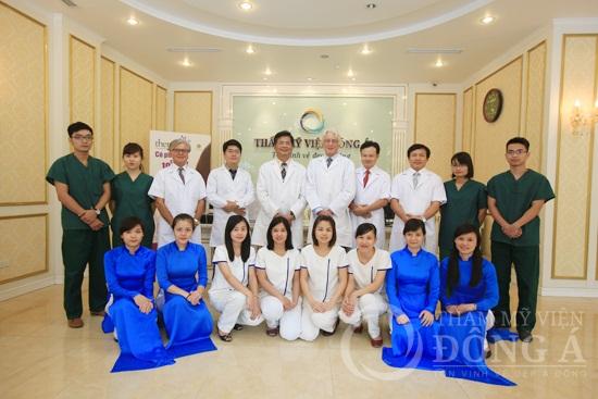Đội ngũ bác sĩ và nhân viên Đông Á