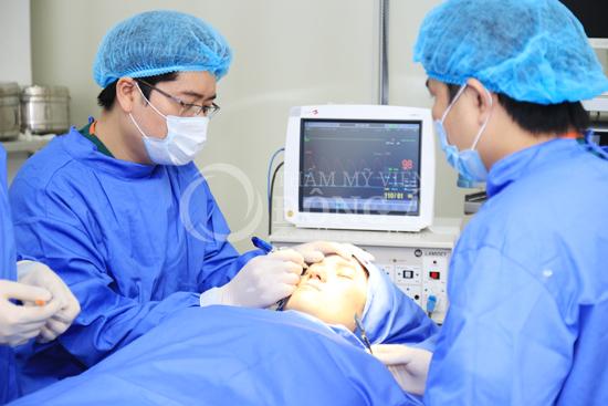 Chi tiết các bước thực hiện của quy trình cắt mí mắt Hàn Quốc