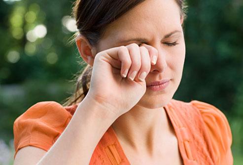 Lý giải hiện tượng nháy mắt liên tục 1
