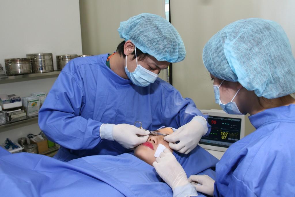 Dịch vụ chỉnh hình sụp mí bẩm sinh tại TMV Đông Á