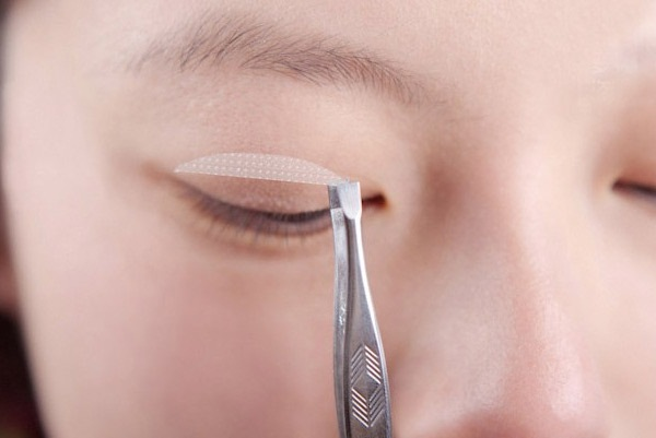Bật mí cách giữ nếp mí mắt cân đối và đều vào mỗi sáng 3