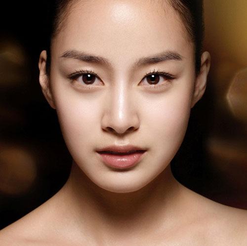 Chuyên gia phân tích kĩ thuật bấm mí mắt Hàn Quốc