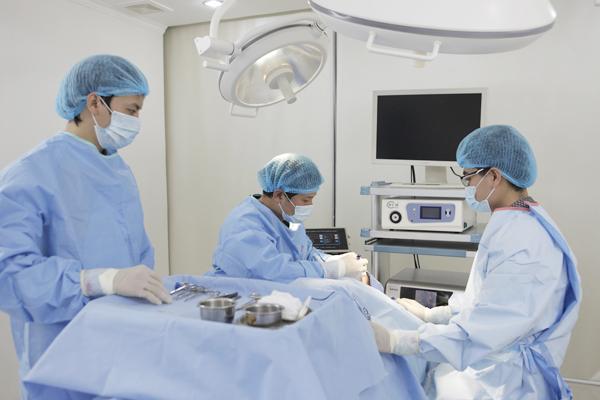 Phẫu thuậNên thực hiện lấy mỡ hay cắt mí mắt?t cắt mí mắt có an toàn không?