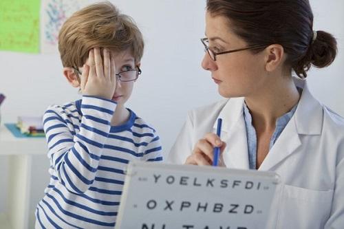 Điều trị mắt lé cần phải hết sức kiên trì